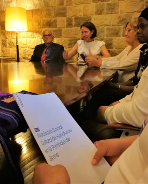 Estamos a punto de entregar en manos de la alcaldesa de Girona la moción con la que buscamos ayuda para instalar un consulado en esta ciudad.
