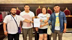 Integrantes de la Asociación Social Cultural de Honduras en la Provincia de Girona, presentación de moción para un consulado en Girona