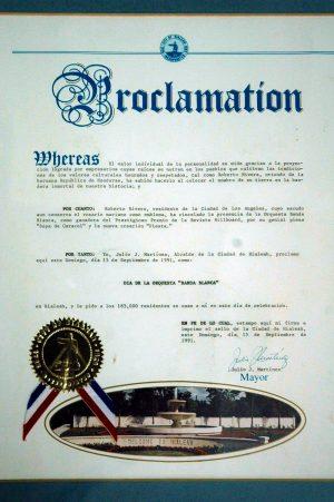 """Dado el éxito en los Billboard, el alcalde de Hialeah, Miami, declaró el 15 de septiembre de 1991 como el """"Día de la Orquesta Banda Blanca""""."""