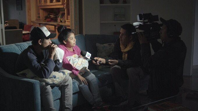 Aitor y Núria, estudiantes de Cine de la Universidad de Girona, ultiman «Éxodo», un documental sobre la Caravana Migrante